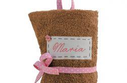 beżowy ręcznik do przedszkola z imieniem