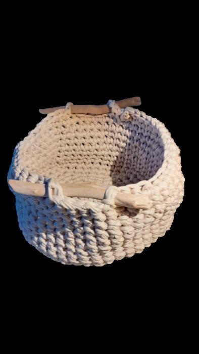 koszyk z drewienkiem