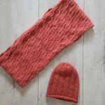 Komin plus czapka. Komplet w kolorze koralowy - Komin plus czapka
