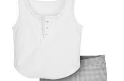 Kraciaste spodenki oraz koszulka