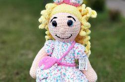 lalka maskotka na szydełku dla dziewczynki