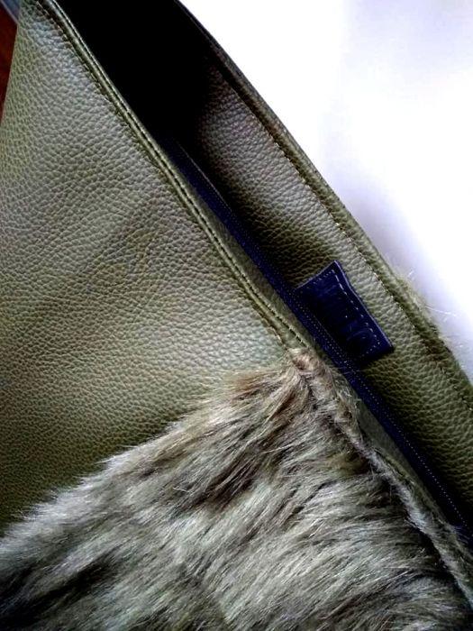 0fa81ce64fa50 Oliwkowa torba z futerkiem - ANOLIS InnyWymiarDek
