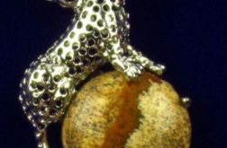 Jaspis obrazowy i tygrys, oryginalny wisiorek
