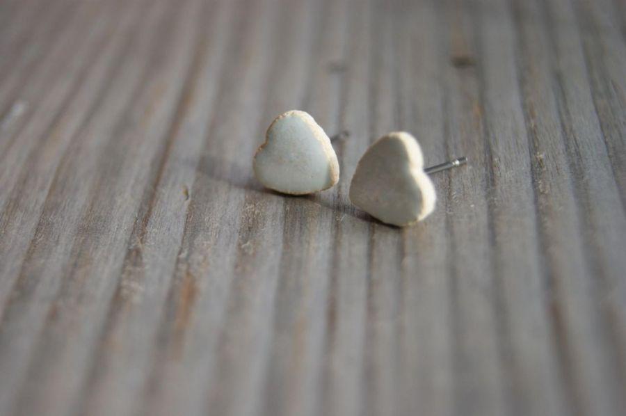Kolczyki ceramiczne serduszka białe perłowe - Kolczyki serduszka białe perłowe