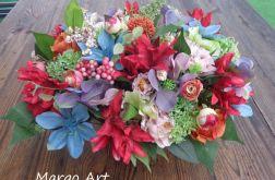 Kwiatowa dekoracja w koszu