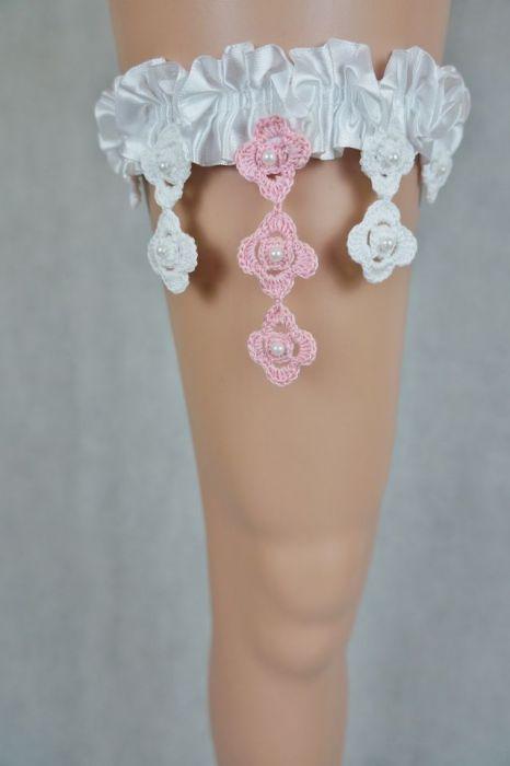 Podwiązka ślubna biała z dodatkiem różu