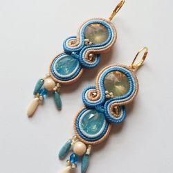 Błękitni-kremowe kolczyki z kryształkami