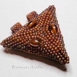 trójkąt zawieszka z koralików burnt orange