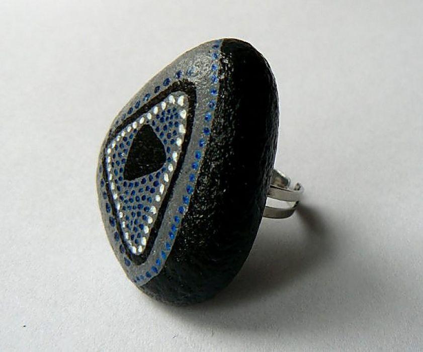 Kamienny pierścionek