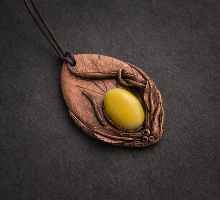 Wisior z żółtym jadeitem