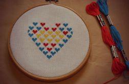 Ręcznie haftowany obrazek SERDUSZKO Z SERC haft krzyżykowy