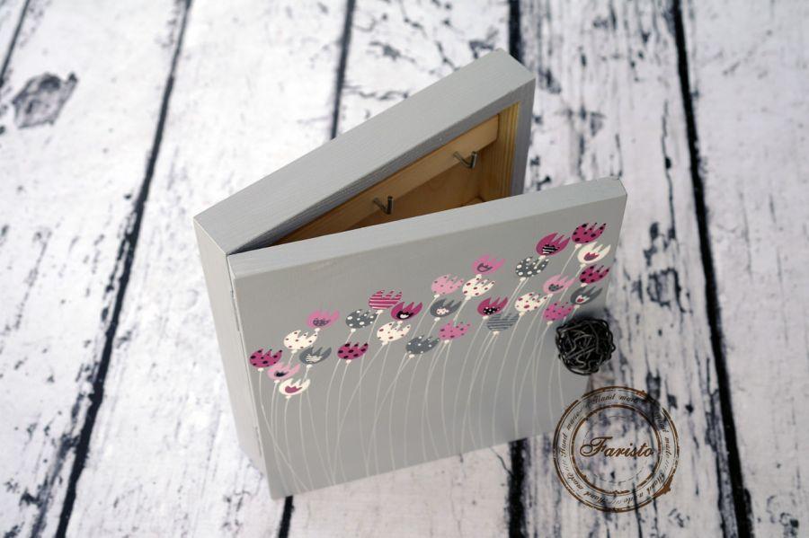 pudełko na klucze szare w tulipany