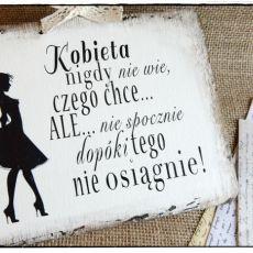 Tabliczka z napisem ~Prawdziwa kobieta....~