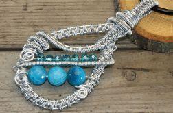 Wisior wire wrapping z niebieskimi agatami