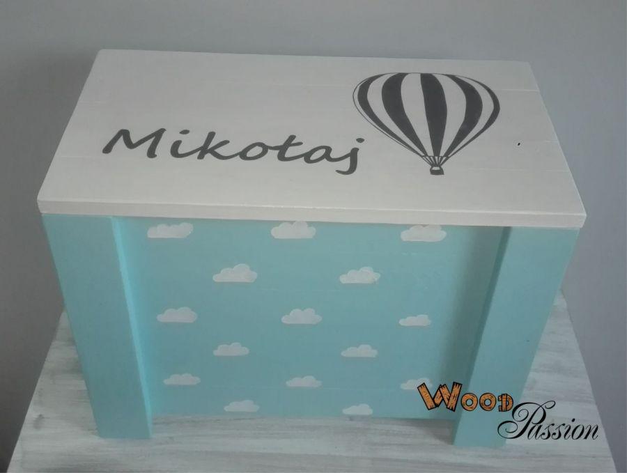 Kufer drewniany - balon w chmurach -
