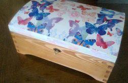 Kufer z motylami ( na zamówienie)