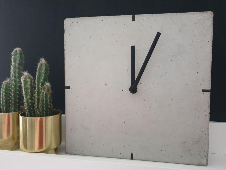 Betonowy Zegar Stojący - Quadro - Zegar betonowy stojący