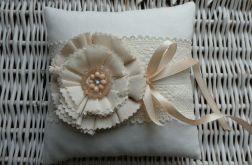 Poduszka na obrączki kremowy kwiat