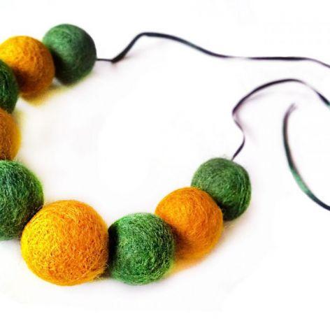 Korale z filcu żółto zielone