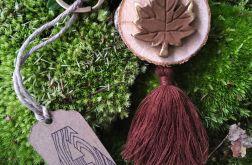 Breloczek drewniany rustykalny liść brąz