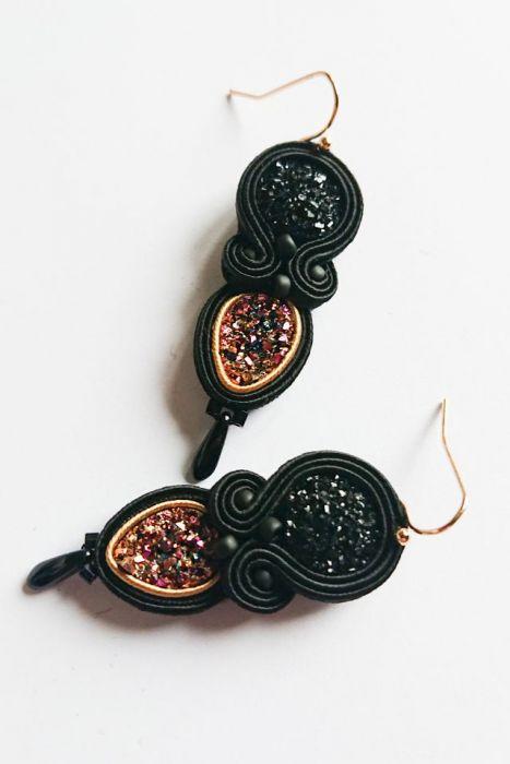 Czarno-różowo-złote kolczyki z żywicą