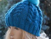 Cieła czapka w warkocze z pomponem turkusowy