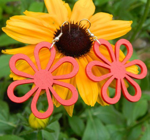 Kolczyki czerwone, ażurowe kwiaty