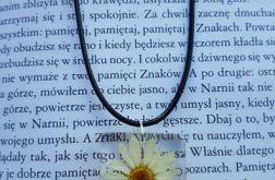 Wisiorek z kwiatem stokrotka
