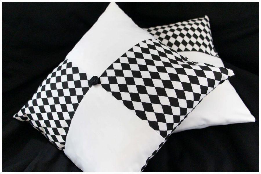 Poduszki ozdobne, biel i czerń
