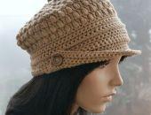 W kolorze beżowym kaszkiet -czapka z daszkiem,unikalna i cieplutka ;o)