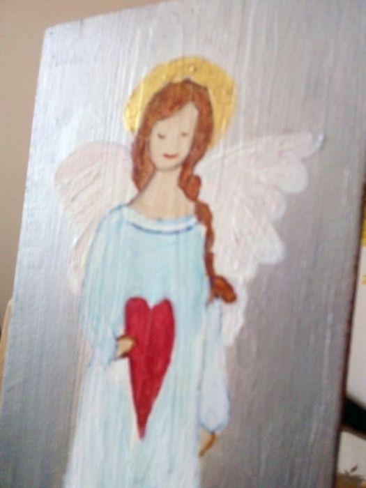 Anioł łąkowy - malowany na desce - widok z boku