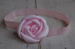 Opaska niemowlęca - Róża w delikatnym różu
