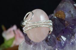 Srebrny pierścionek z kwarcem różowym