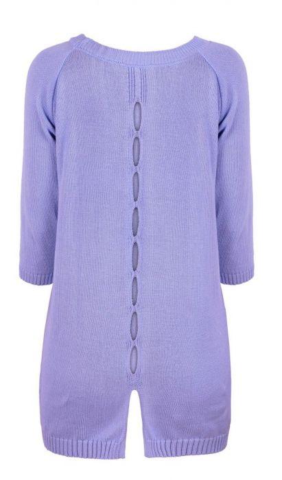 Sweterek z naszywkami.