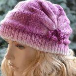 Kolorowa czapka z pomponikami