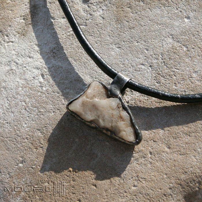 Kamienny kieł III - miedziany wisior