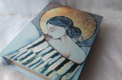 szkatułka-księga z aniołem dobrych snów