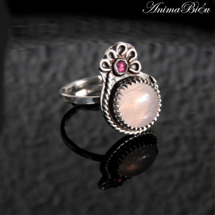 Pierścionek srebrny z różowym kwarcem