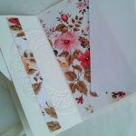 kartka  z kwiatami i sercami,  składana - ślubna kartka z sercami
