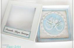 Kartka z bucikami w pudełku na chrzest