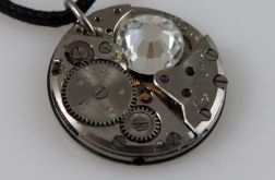 Zegarowy z brylantem - wisiorek