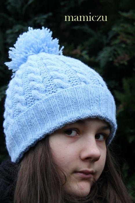 Czapka w kolorze niebieskim - zimowa czapka zrobiona na drutach
