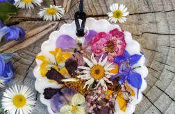 Spacer wśród kwiatów