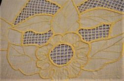 Obrus owalny haftowany w słoneczniki