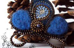 Błękitna abstrakcja-  broszka z zamka