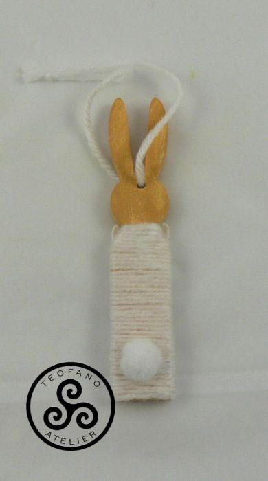 Drewniany zajączek w włóczce (biały) - zając, bunny
