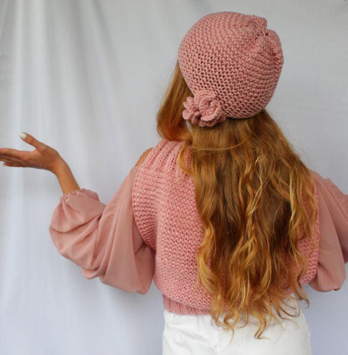 czapka z nausznikami - meduzami pudrowy róż - bok czapki