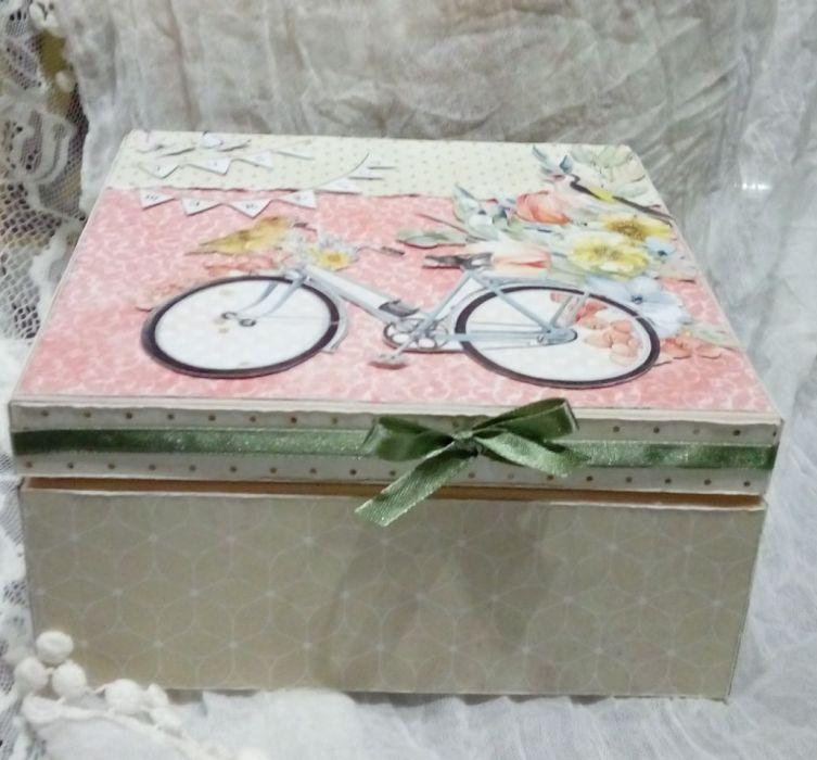 Drewniane pudełko z torebką