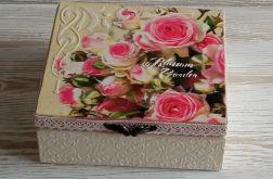 Szkatułka z różami i dekorem