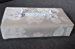 Etui na chusteczki -chustecznik w białe malowane róże